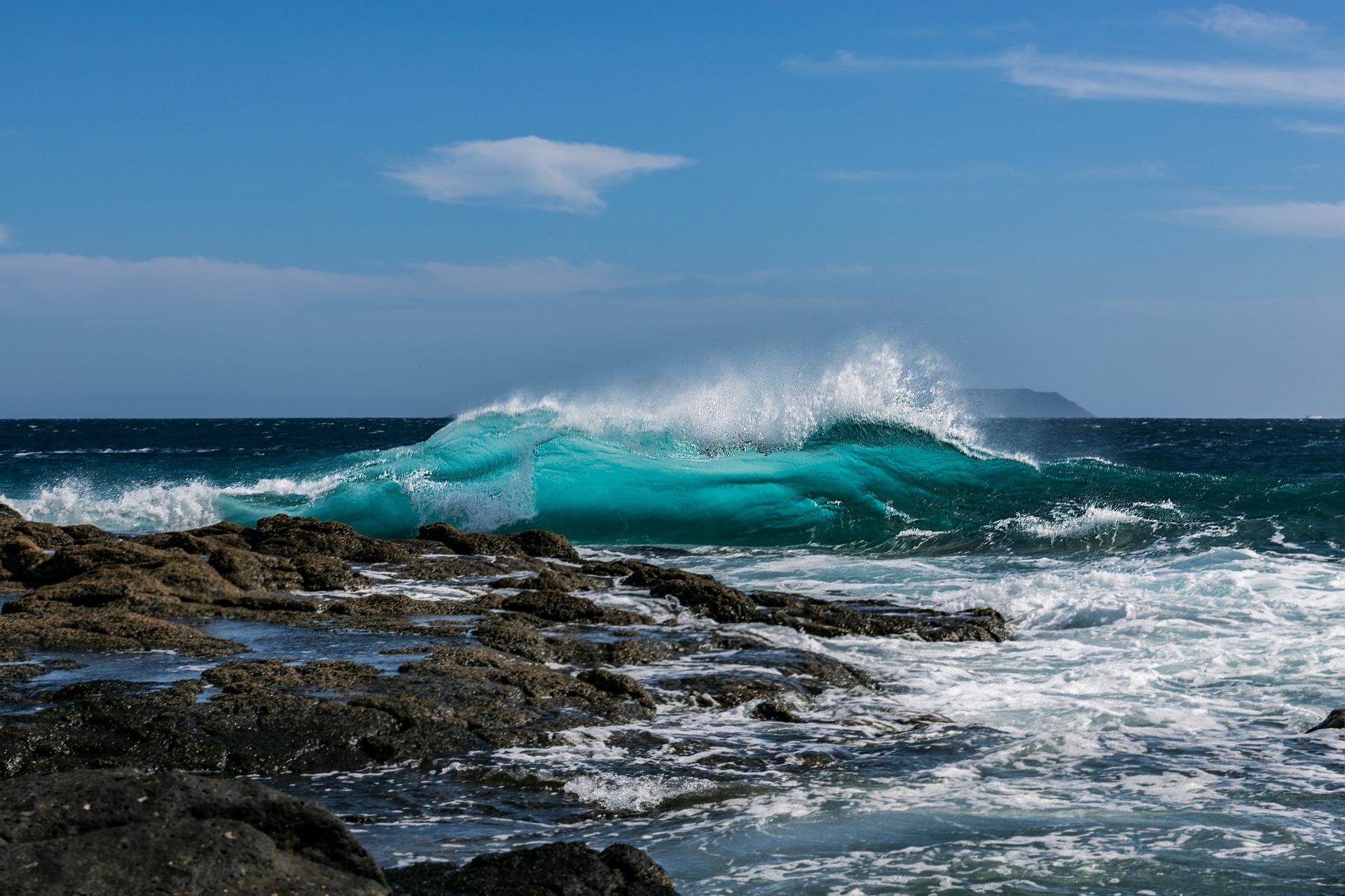 rocher et vague